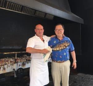 李醫生到西班牙旅游時不忘品嘗當地著名的烤海鮮