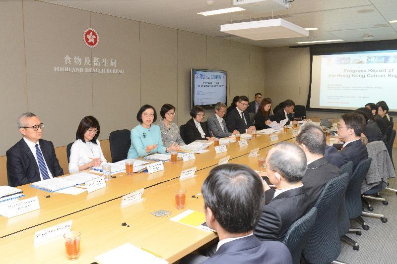 陳肇始主持癌症事務統籌委員會會議