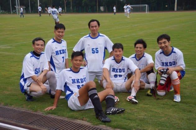 韓方光醫生與他的足球隊友